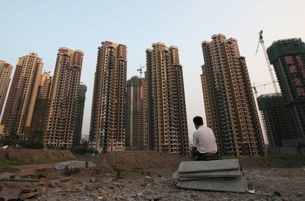 大陸前100強房企2月銷售額同比下滑11%,反映出房地產「國進民退」現象越來越明顯。 (Getty Images)