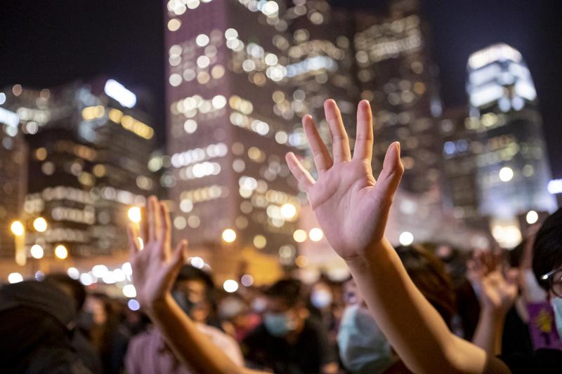 2019年9月27曰晚上,港人在愛丁堡廣場聲援新屋嶺被捕者集會。(余鋼/大紀元)