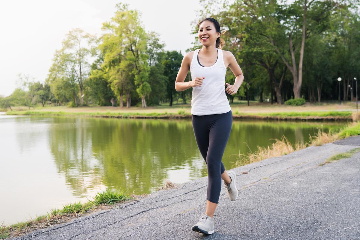 慢跑是很不錯的鍛鍊方式,可以幫助初學者在開始的1-2周內減肥。(Shutterstock)