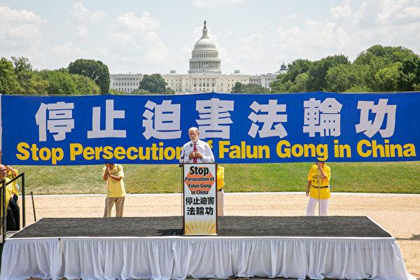 美國智庫「安全政策中心」執行主席弗蘭克·加夫尼(Frank Gaffney)於2021年7月16日在華盛頓DC法輪功7.20反迫害集會上發言。(戴兵/大紀元)
