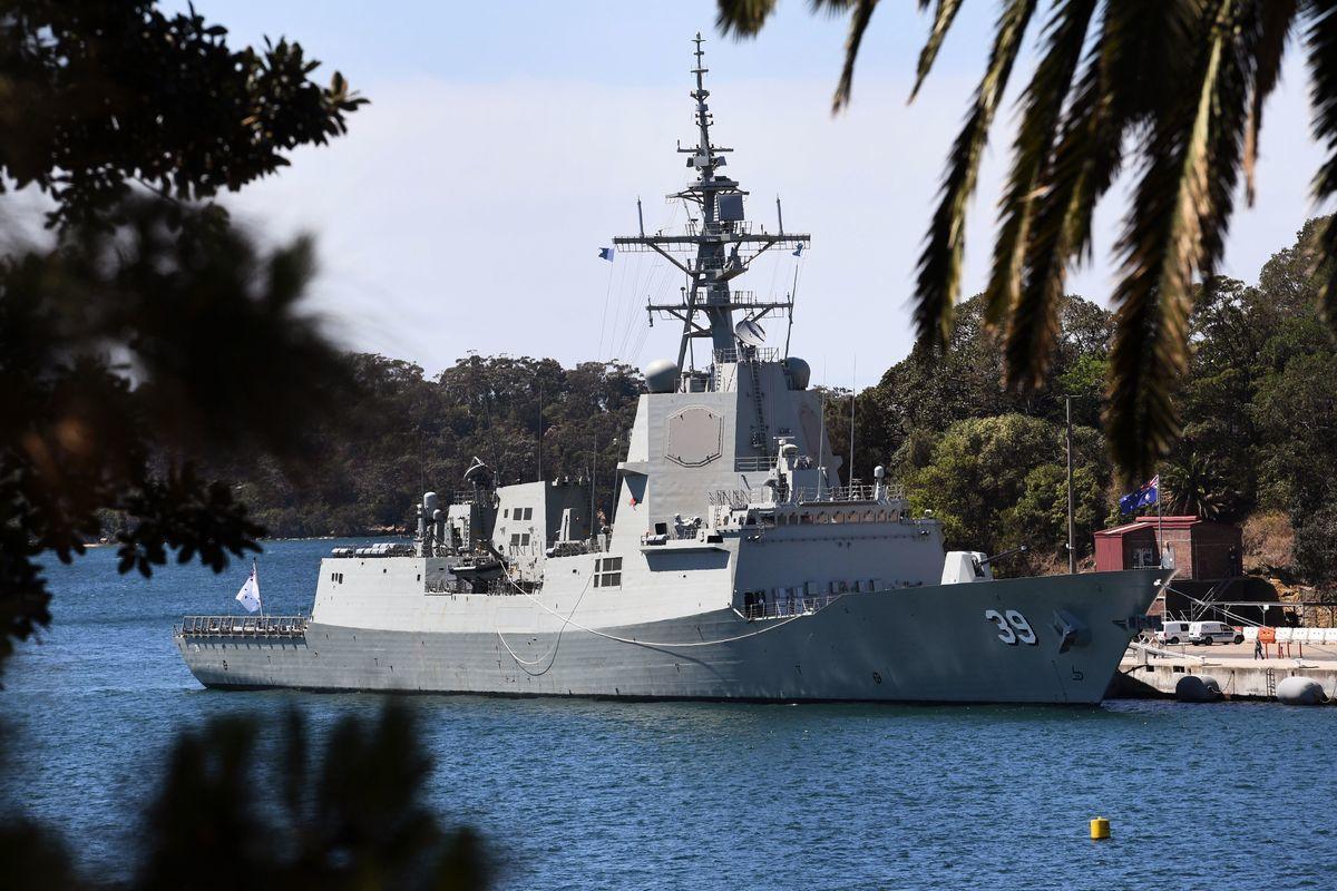 澳洲海軍的霍巴特號(HMAS Hobart)驅逐艦停靠在悉尼附近的花園島海軍基地。(WILLIAM WEST/AFP via Getty Images)