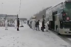 影片顯示,近期有多批中國公民從俄羅斯回國。(影片截圖)