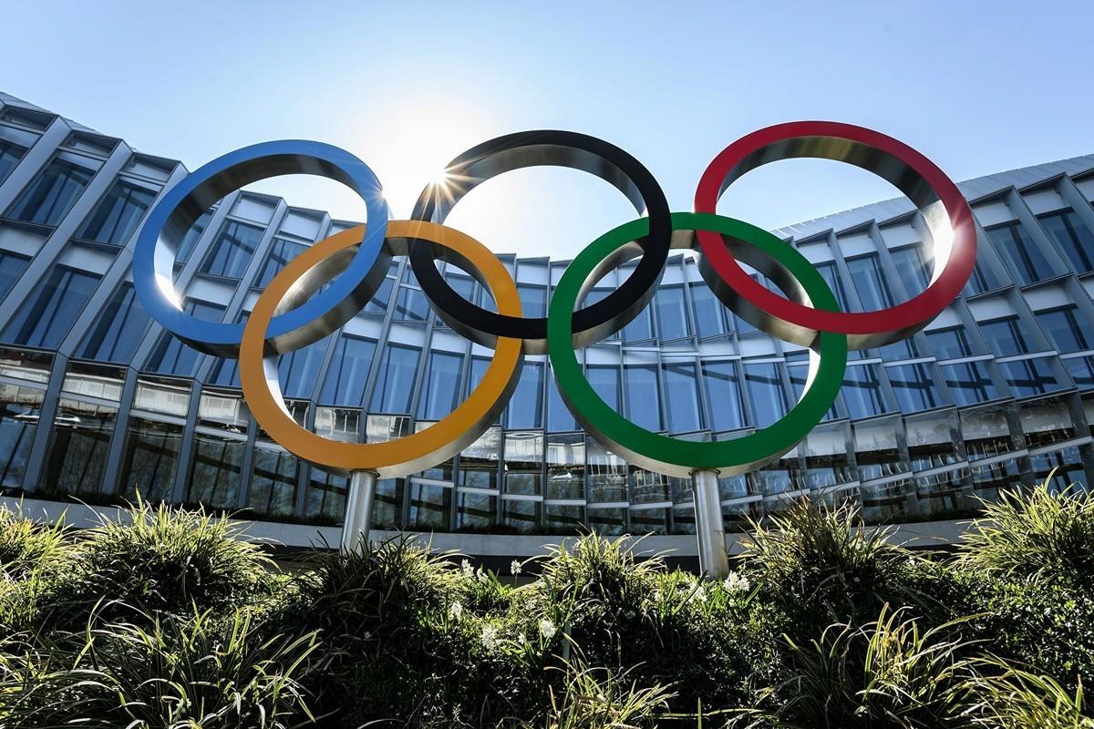 世界維吾爾代表大會(WUC)敦促國奧會重新考慮北京舉辦2022年冬奧的資格,因為中共正在對國內的維吾爾群體犯下種族滅絕等迫害罪行。圖為國際奧委會(IOC)在洛桑總部外的奧林匹克五環。(Fabrice COFFRINI/AFP)