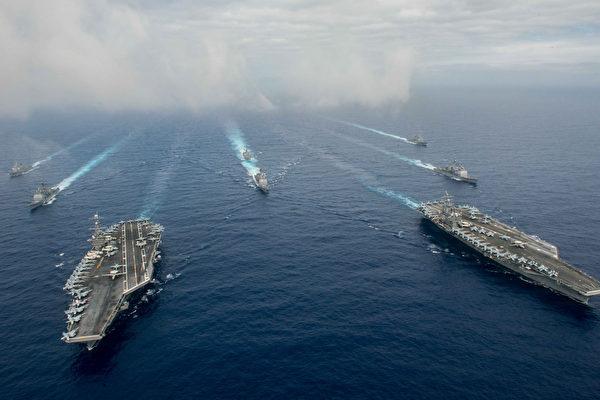 美國海軍「史坦尼斯號」航空母艦打擊群(USS John C. Stennis carrier strike group, CVN 74 CSG)與列根號航母戰鬥群(USS Ronald Reagan CVN-76)集結在西太平洋。圖為資料照。(Getty Images US Navy photo)
