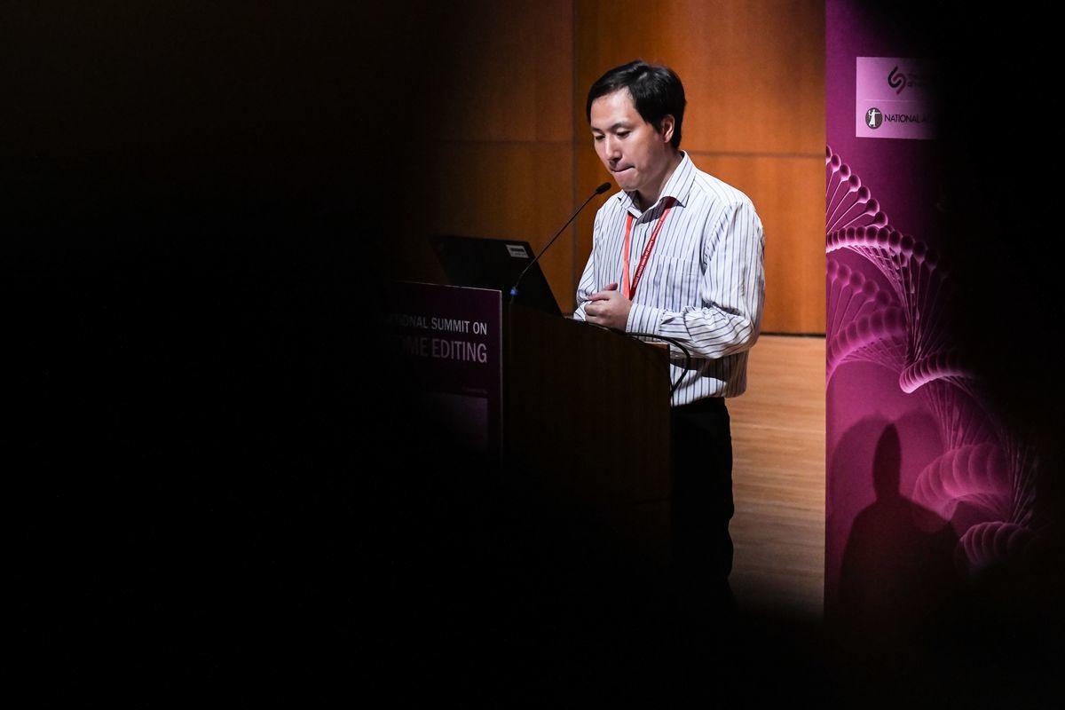 深圳南方科技大學副教授賀建奎主導的「基因編輯嬰兒」實驗被披露後,引發外界震驚和憂慮。(ANTHONY WALLACE/AFP/Getty Images)