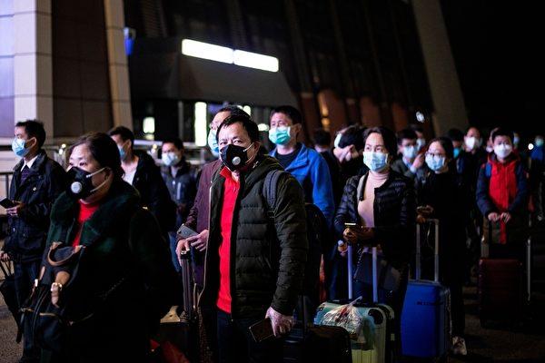 中共因瞞報、壓制言論等應對疫情不力,引發民怨。(NOEL CELIS/AFP via Getty Images)