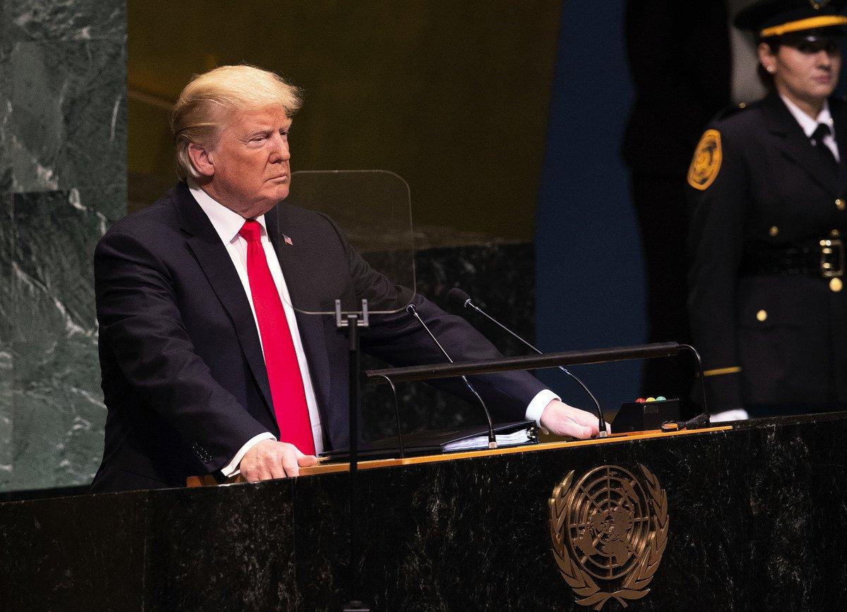 特朗普在聯合國大會發表演講,除了呼籲國際貿易體制改革,以及批評中共的貿易濫用行為外,還譴責社會主義和共產主義的給人們帶來的苦難,並呼籲各國進行抵制。(Bryan R. Smith/AFP/Getty Images)