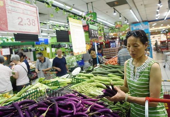 大陸民眾在菜市場。(Getty Images)