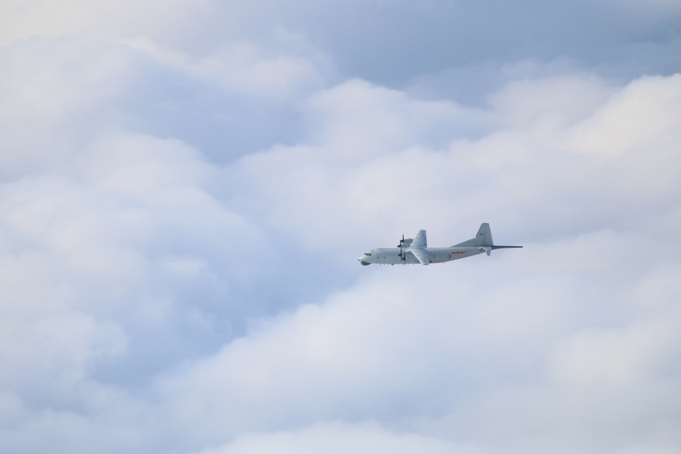 台灣空軍周一(4月5日)傍晚發佈中共軍機動態,10架共機侵擾台灣西南防空識別區(ADIZ),其中,運8機還飛抵台灣東南空域。(台灣國防部)
