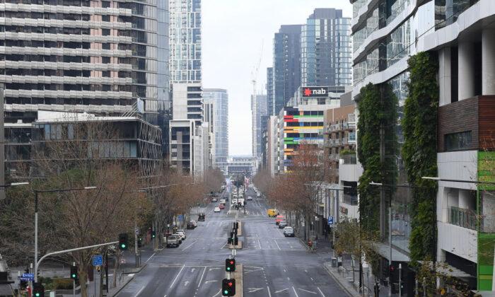 2020年7月27日,在澳洲墨爾本看到城市空曠的街道。(Quinn Rooney / Getty Images)