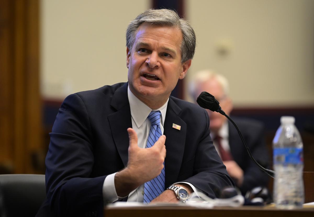 圖為聯邦調查局局長雷(Christopher Wray)9月17日參加眾議院國土安全委員會的聽證。(Photo by John McDonnell / POOL / AFP)