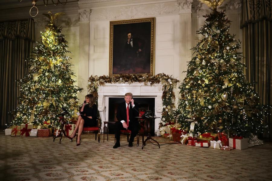 特朗普攜夫人平安夜當義工 回答孩子聖誕提問