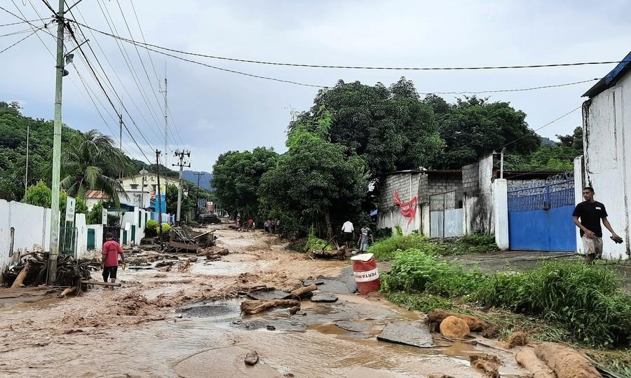 熱帶風暴襲擊印尼東帝汶 1.5萬人撤離(多圖)