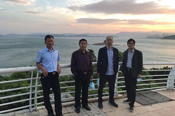 2021年3月28日,盧思位律師準備去北京辦理美國簽證,被四川警方攔截。圖為此前與代理十二港人案的律師合照,左三是盧思位。(律師提供)