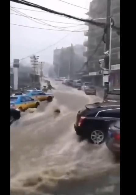 宜昌水深半人高 網民疑三峽大壩葛洲壩洩洪