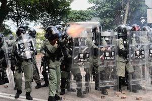 章家敦:暴力升級 中共將香港推向內戰