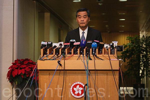 近期不斷挑起港獨及宣誓風波的香港特首梁振英星期五下午突然宣佈因家庭原因不競逐下一屆行政長官選舉。(大紀元)