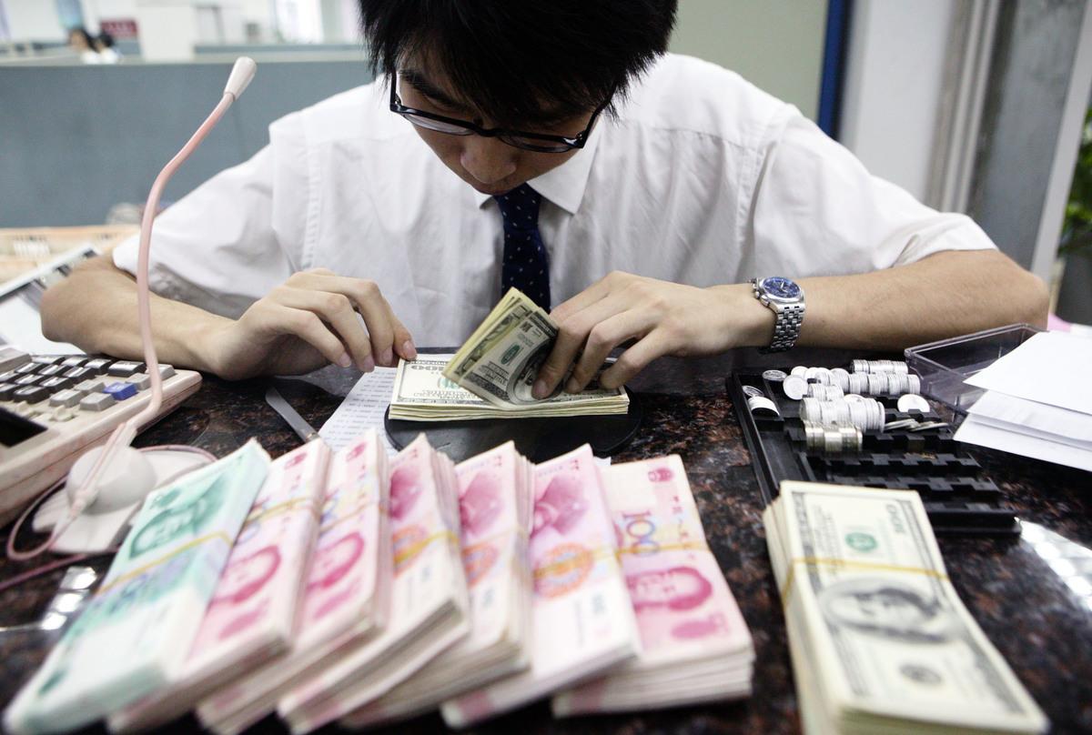人民幣跌勢反映出中國經濟放緩、貿易戰下的出口壓力。路透社援引交易員評議稱,人民幣可能進入新的交易區間,風險繼續積累。(Getty Images)