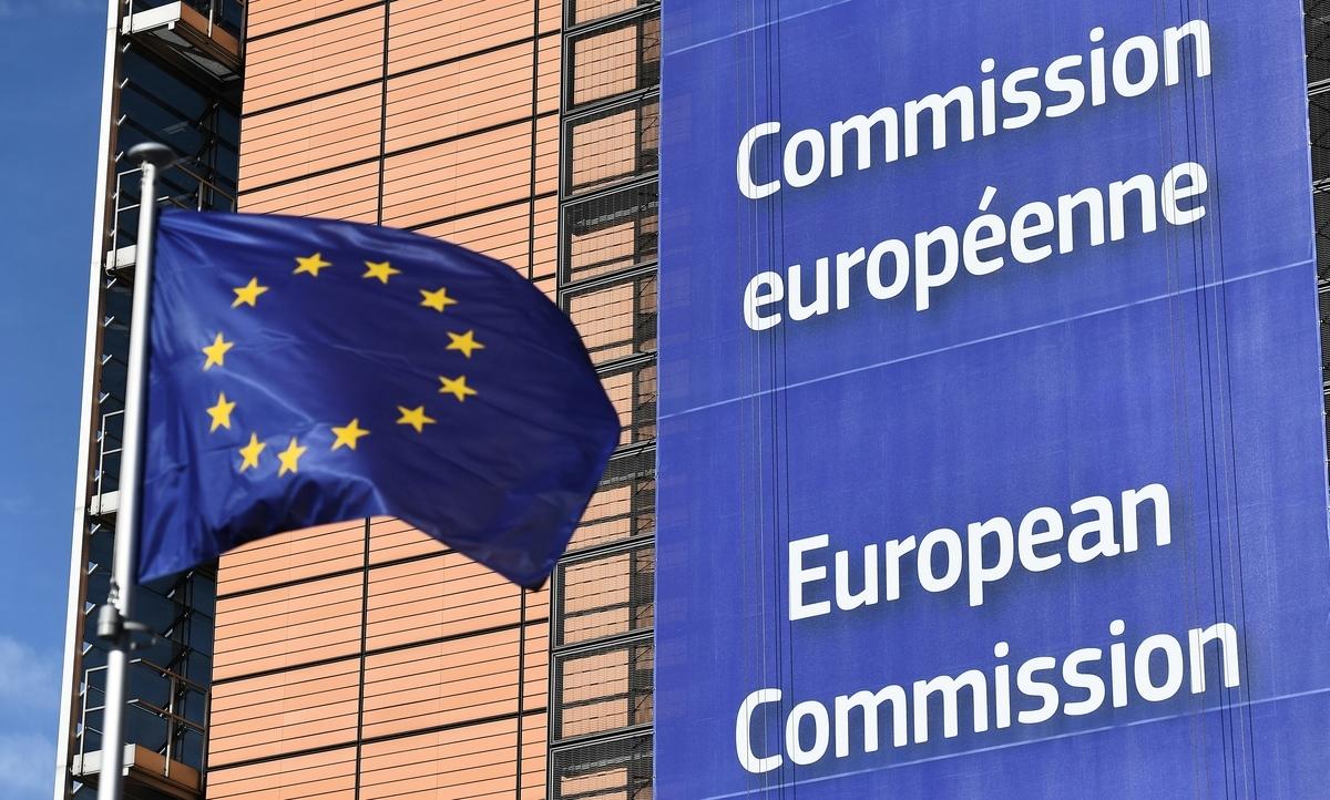 繼美國戰略轉向,把中共列為競爭對手之後,歐盟也表示「不再天真」。圖為歐盟旗幟。(EMMANUEL DUNAND/AFP)