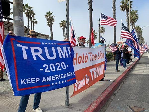 1月6日,超過200名民眾在杭廷頓海灘碼頭舉行「拯救美國」集會活動。(姜琳達/大紀元)