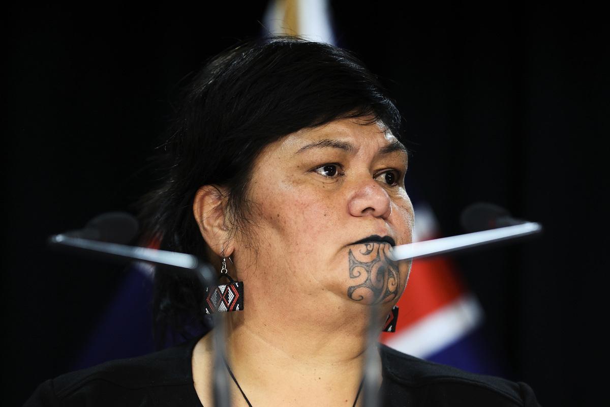 圖為紐西蘭外交部長納納亞·馬胡塔於2021年4月22日在威靈頓舉行的國會新聞發佈會上對媒體講話。(Hagen Hopkins/Getty Images)