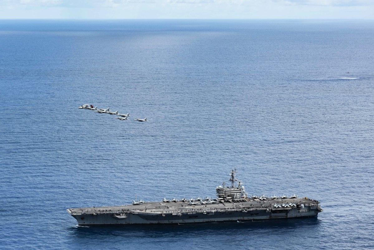 2020年9月29日,菲律賓海域,列根號航母(CVN 76)進行空中力量演示,同時展示了艦隊海上火力和機動性。(Mass Communication Specialist 3rd Class Jason Tarleton/美國海軍)
