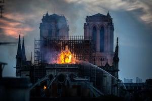 巴黎聖母院大火 有網民稱看到耶穌及人臉