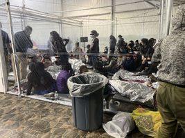 照片曝光 非法越境兒童被關設施「極其擁擠」
