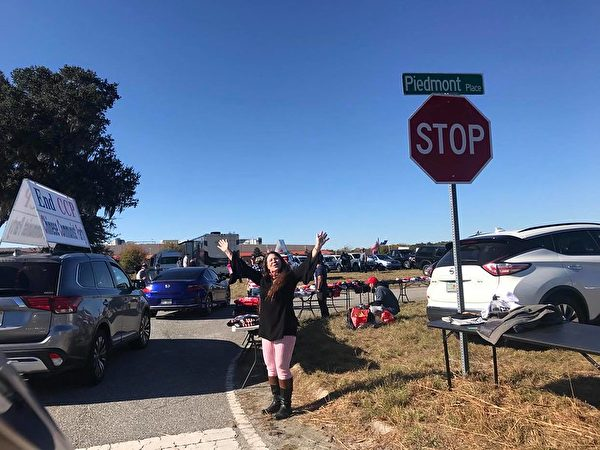 佐州特朗普總統集會停車場看見車隊歡呼的民眾。(孫穎/全球退黨服務中心)