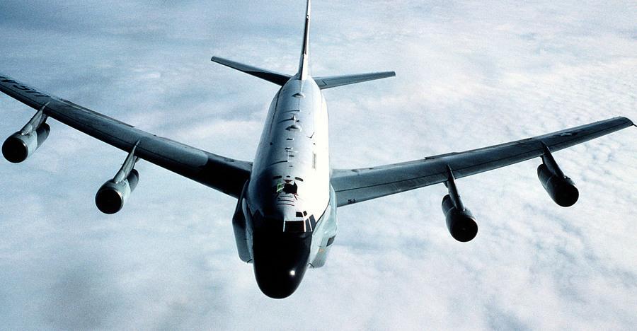 中共軍機第6度擾台 美軍派RC-135電偵機反制