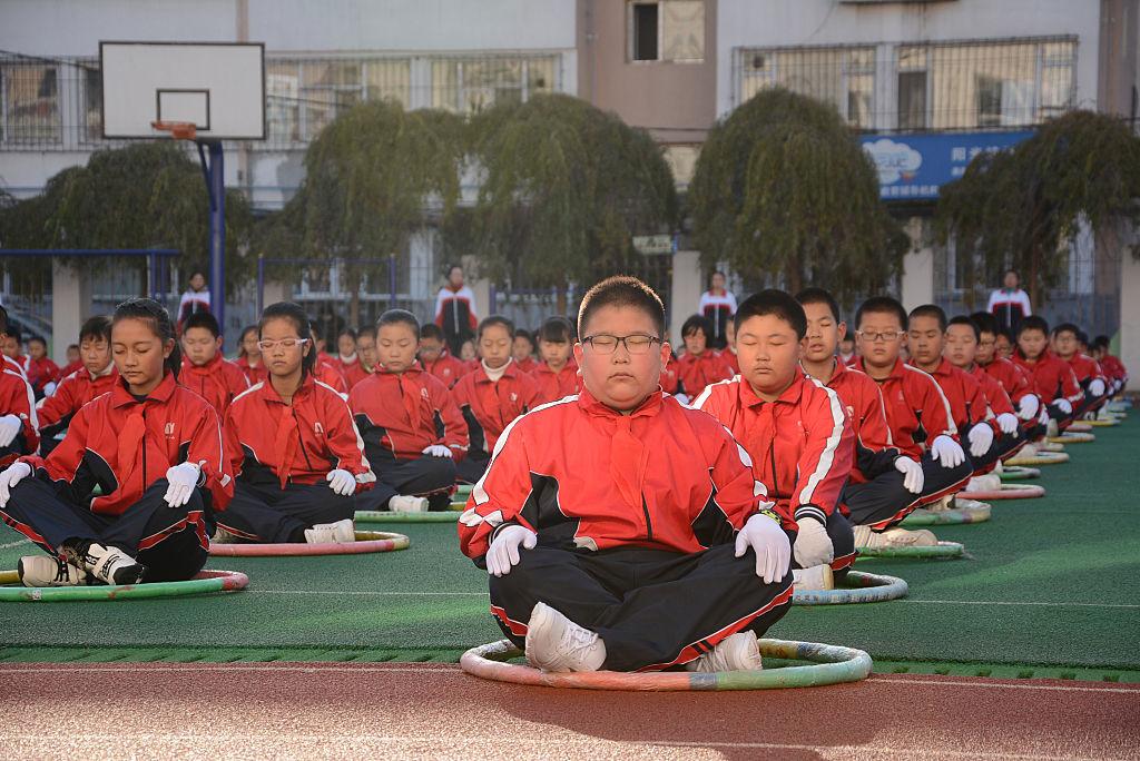 圖為吉林某小學的學生在做鍛鍊。(STR/AFP/Getty Images)