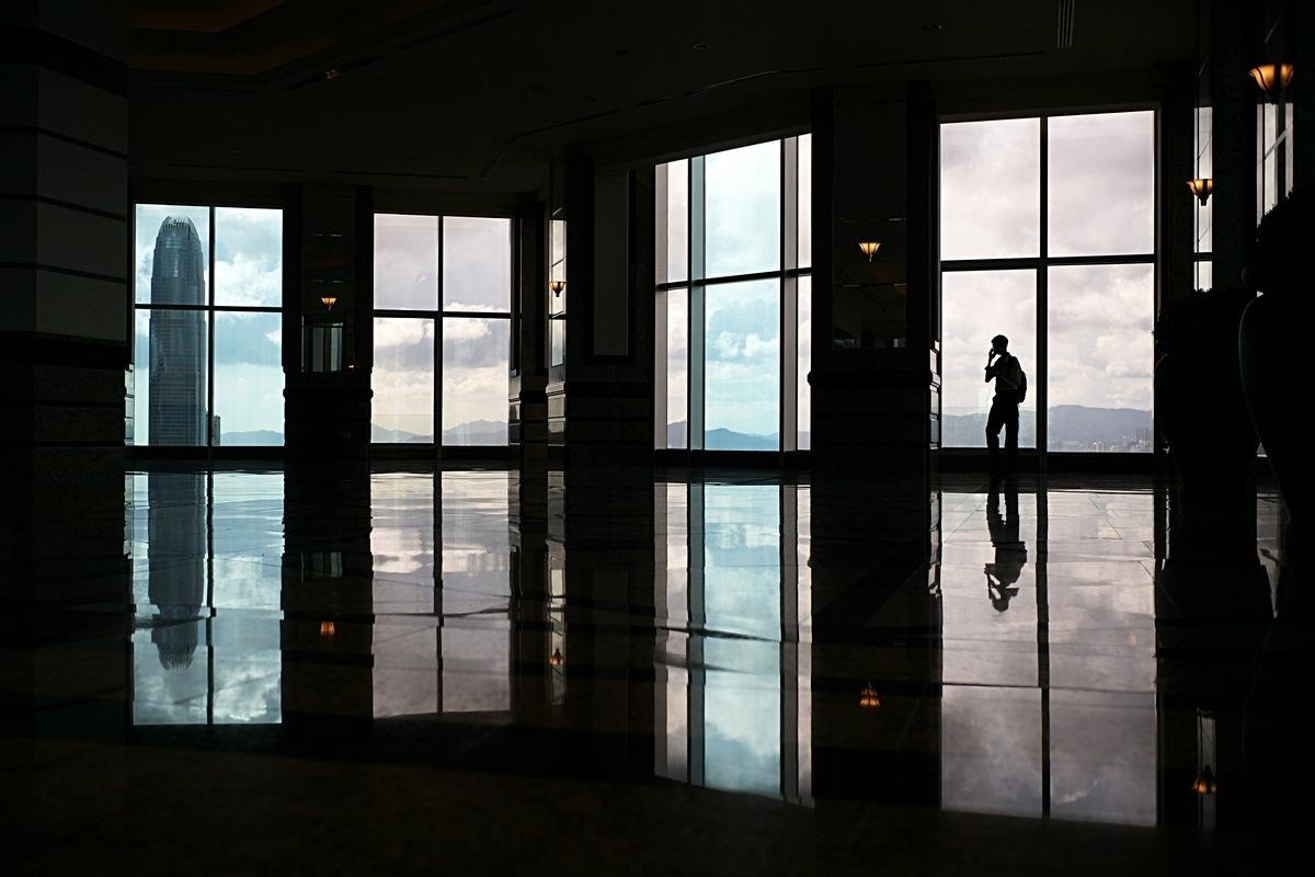 美方認為中共間諜活動是美國最嚴峻的安全威脅。圖為一幢高層商業大廈的觀景樓。(ANTHONY WALLACE/AFP/Getty Images)