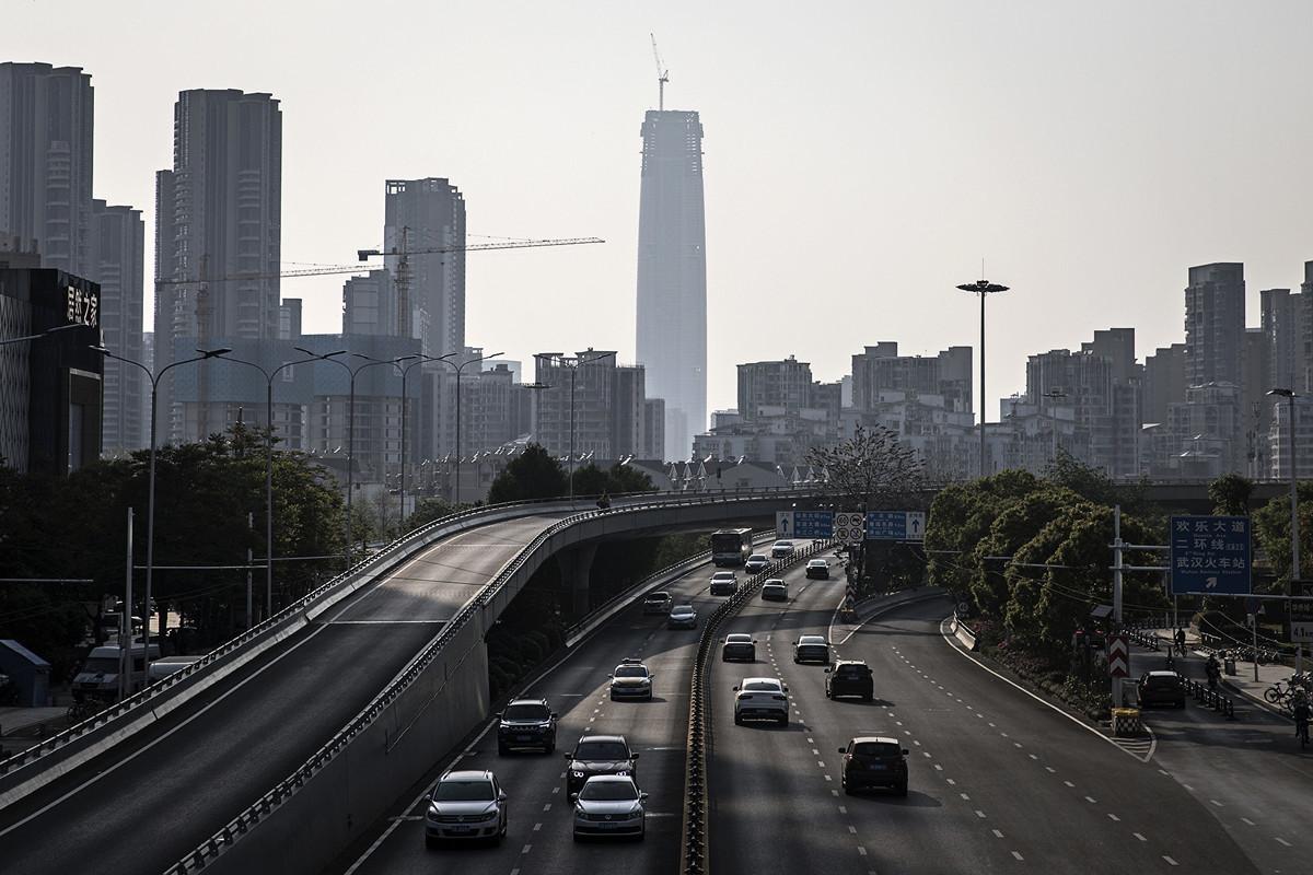 中國大陸30個省份一季度GDP均現負增長。圖為4月9日武漢市公路恢復通行。(Getty Images)
