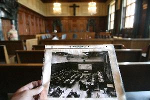 1945年,紐倫堡國際軍事法庭審判納粹政權破壞和平罪、戰爭罪、種族屠殺罪以及反人道罪。(Getty Images)