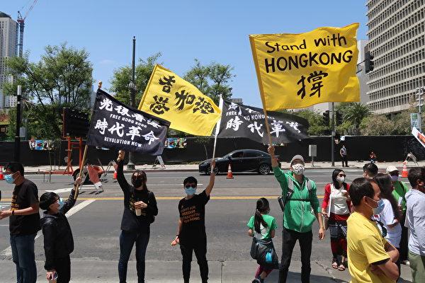 「奶茶聯盟」(Milk Tea Alliance)高舉撐香港大旗。(徐繡惠/大紀元)