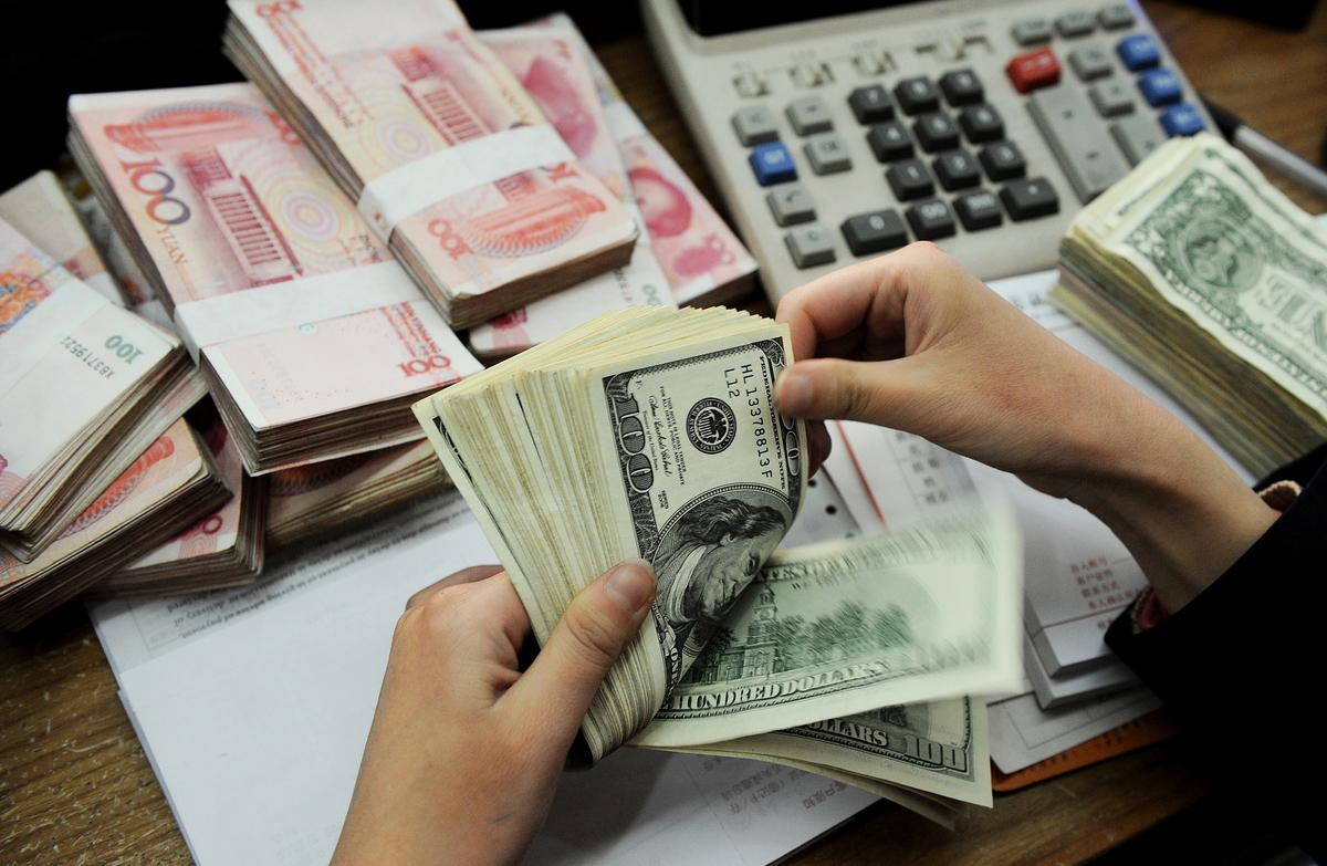 人民幣兌美元中間價2020年5月26日再次創下12年新低。(Getty Images)