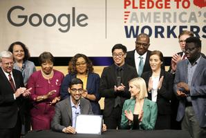 谷歌母公司成美國第四家兆元企業