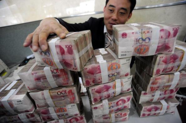 無「錨」印鈔一旦啟動,印鈔機的開動就與美元標的無關了,只與政府的「需要」有關。在世界上,任何政府的手腳,一旦解除了束縛,它就會拳打腳踢,恣意妄為。(AFP/Getty Images)