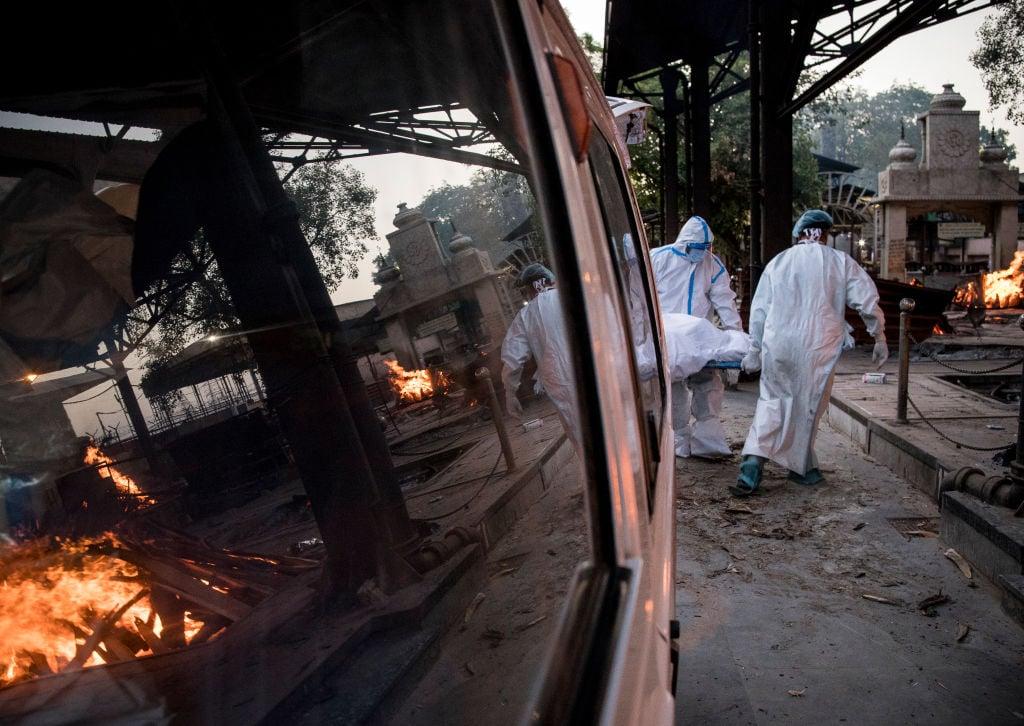 印度首都新德里的疫情加劇,導致醫院床位緊缺。(Anindito Mukherjee/Getty Images)