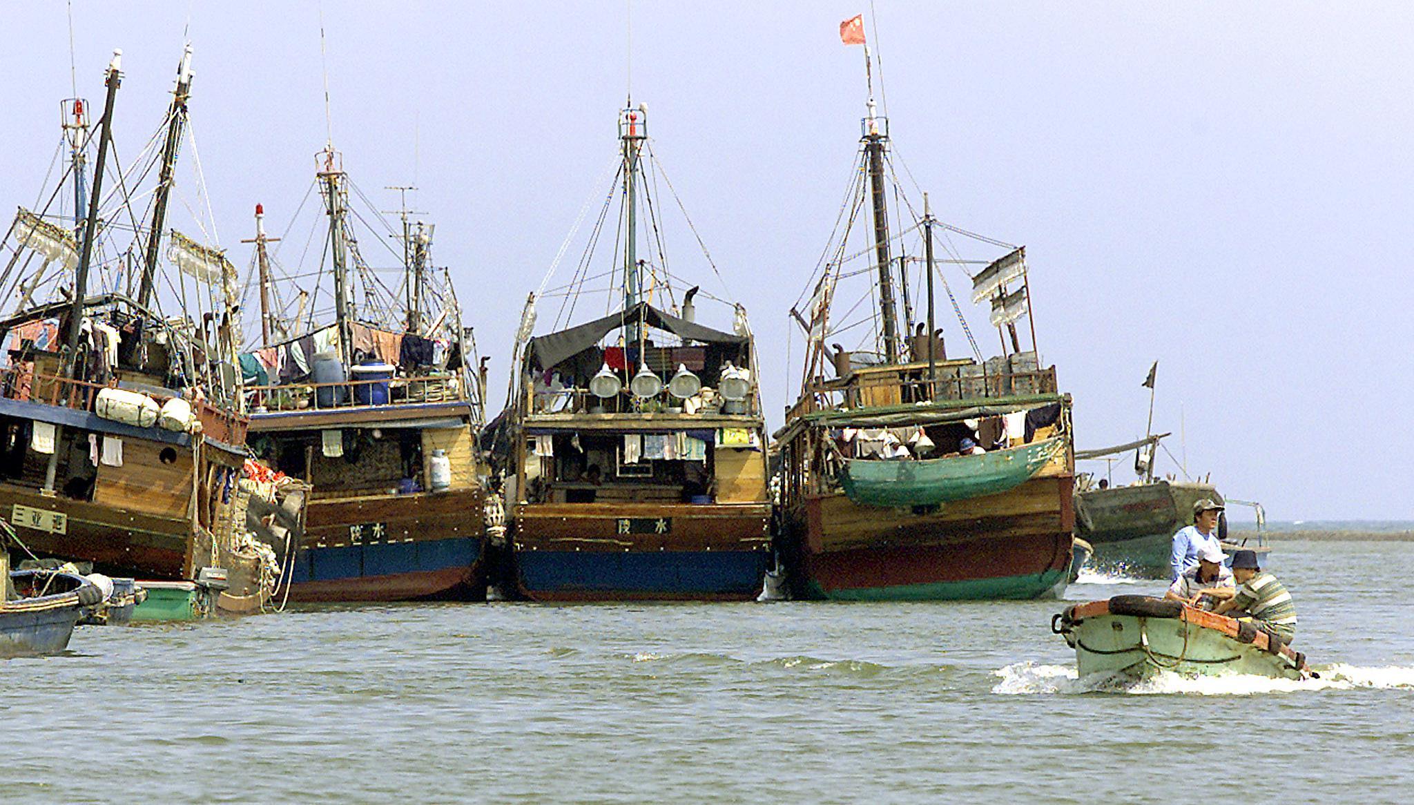 2002年4月14日海南省的中國漁船。 (LIU JIN/AFP via Getty Images)