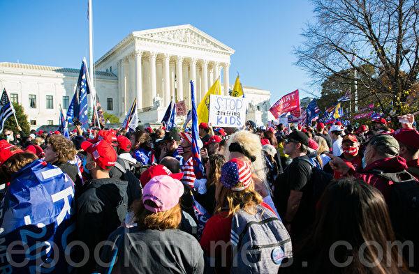 11月14日,來自全美各地約五十萬人在華盛頓DC舉行了停止竊選(Stop the Steal)大遊行和集會。(李莎/大紀元)