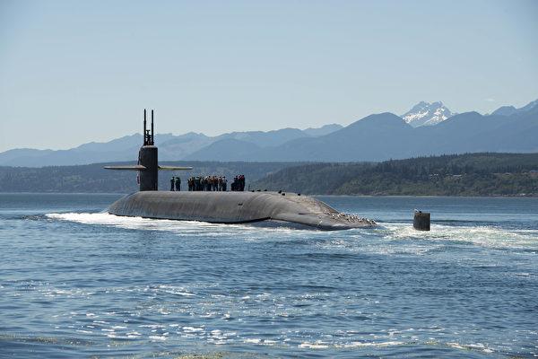 2018年7月12日,俄亥俄級彈道導彈潛艇內布拉斯加州號(SSBN 739)經過胡德運河,返回基塔普-邦戈海軍基地。(美國海軍)