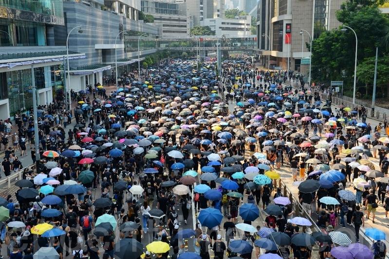 10月23日,逃犯條例修訂案正式被撤回。圖為2019年10月1日,香港市民金鐘遊行,抗議暴政。(宋碧龍/大紀元)