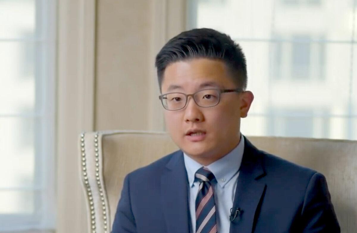 金世訓(SeHoon Kim)9歲來到美國,在羅切斯特大學修讀本科和研究生。目前,金世訓是「中國當前危機委員會」成員,擔任該委員會下屬「受奴役民族聯盟」負責人。(Screenshot/The Epoch Times)