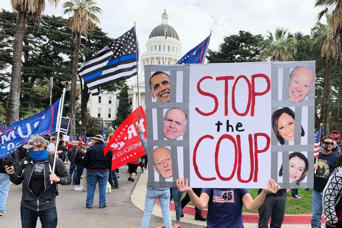 11月7日,數百名來自各地的民眾在加州首府沙加緬度集會,抗議並譴責民主黨大選舞弊。(陳雨霄/大紀元)