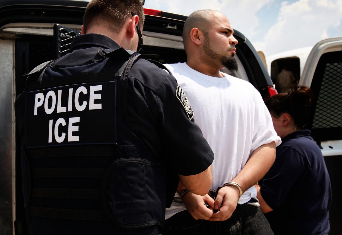 美國移民局(USCIS)向移民官員提供的最新培訓文件顯示,為防止難民和庇護申請者出現欺詐行為,移民局提高了對申請難民和庇護的篩選要求。這項新教程在5月已經生效。 (Getty Images)