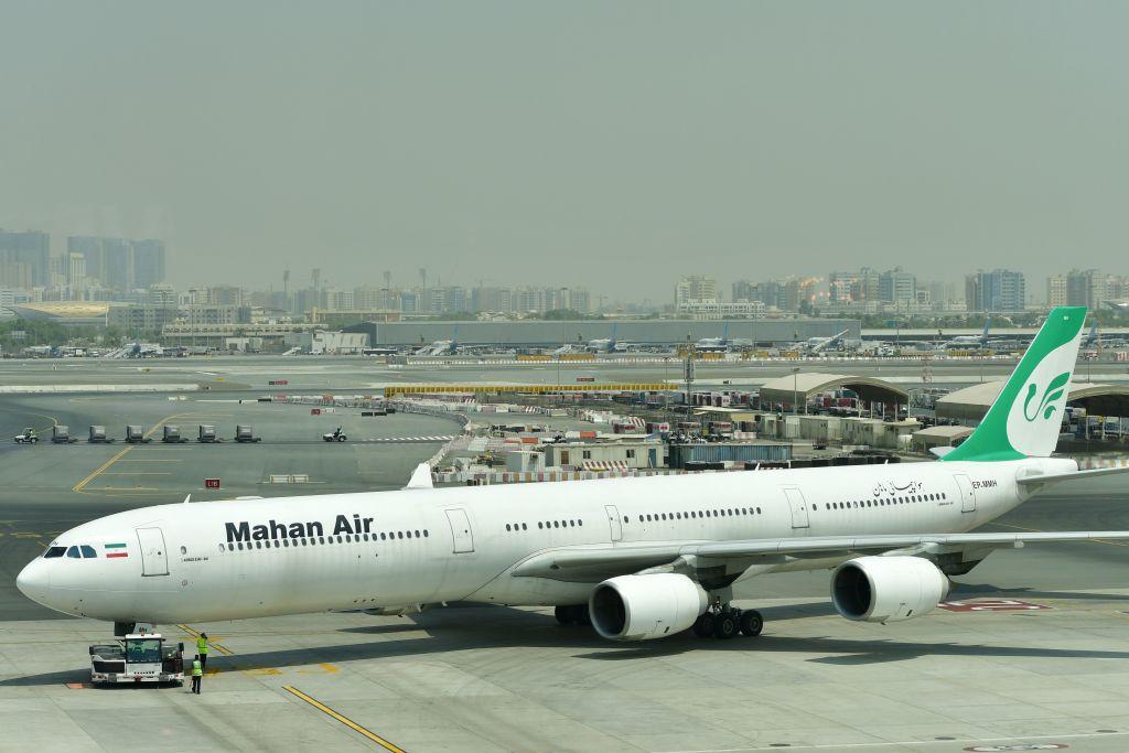 中國物流公司「上海聖特物流有限公司」因為代理被美國列入黑名單的伊朗馬漢航空而受到制裁。圖為馬漢航空的航班。(GIUSEPPE CACACE/AFP via Getty Images)