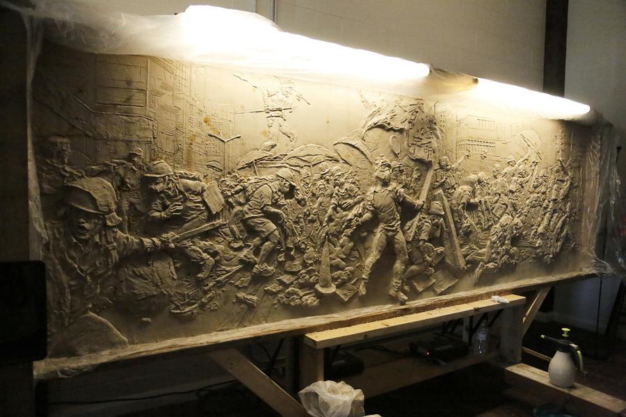 雕塑家李犇鑄浮雕 再現香港史上正義瞬間