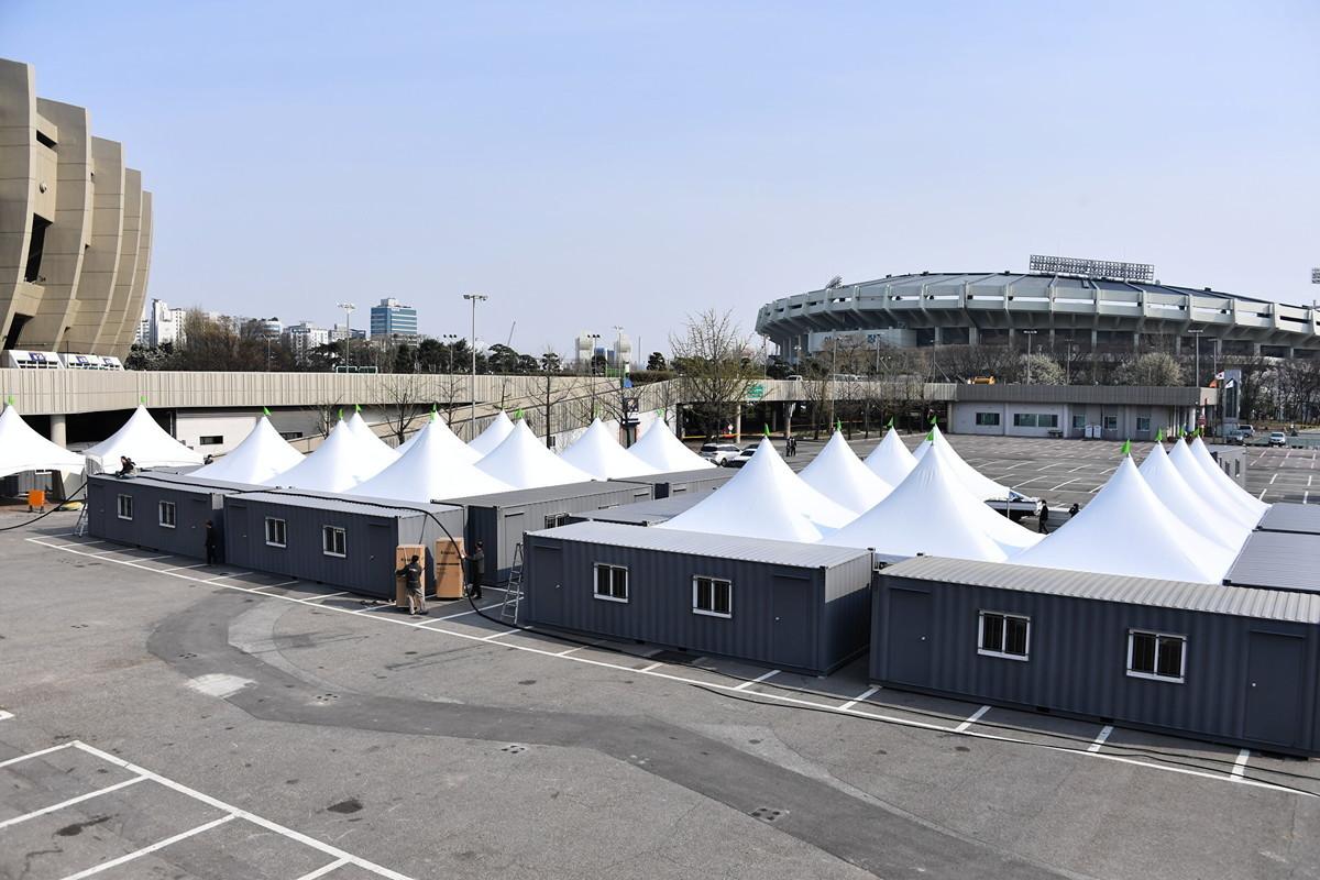 南韓針對海外入境者設立的快速篩查診療所。(首爾市提供)