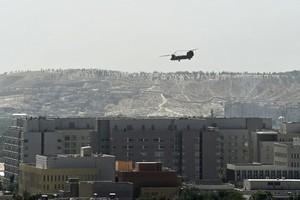 五角大樓:派直升機從機場外救出美國人